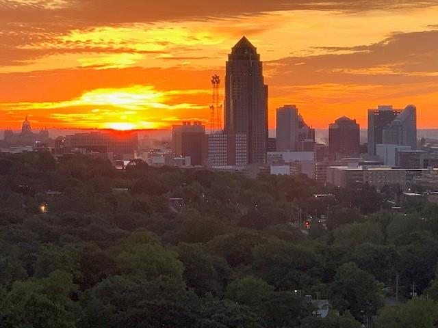 des moines skyline at sunrise